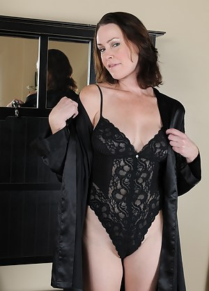 Free MILF Lingerie Porn Pictures