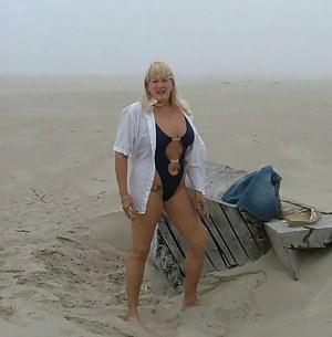 Free MILF Beach Porn Pictures