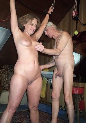 Free MILF Spanking Porn Pictures
